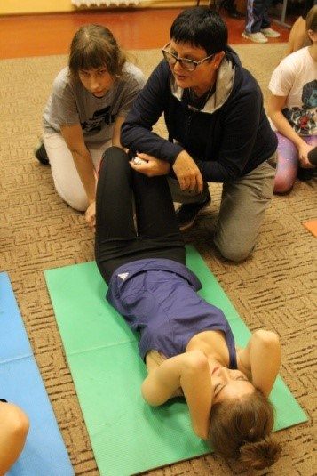 Гимнастика йога для двоих